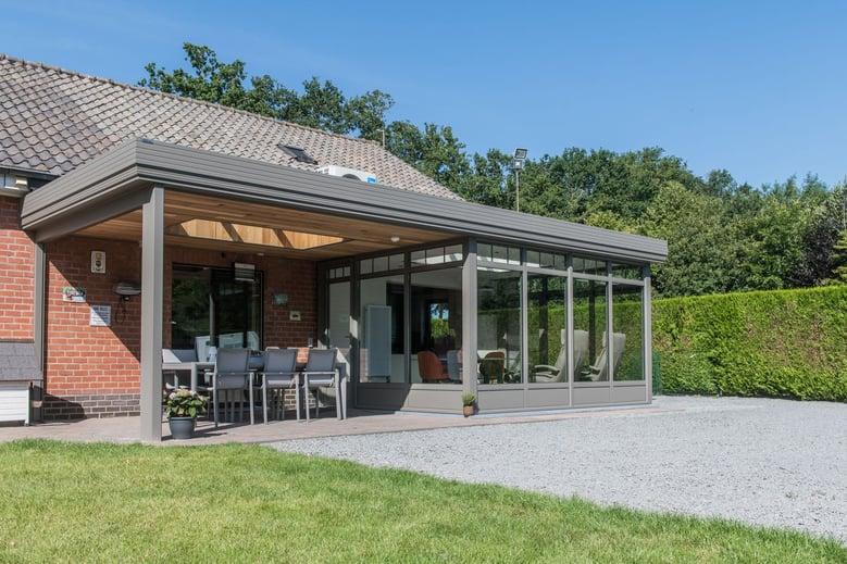 veranda pergola grijs bruin